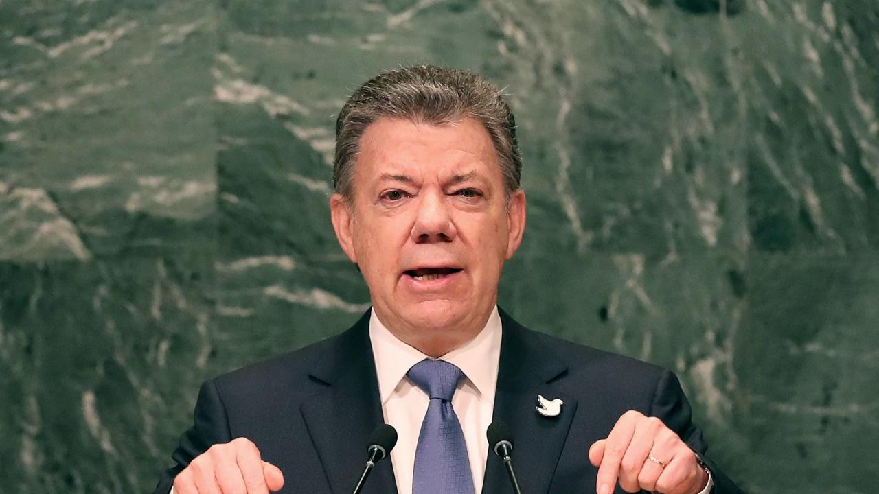 Бившият колумбийски президент поиска прошка за убитите от армията цивилни, представяни за леви бунтовници