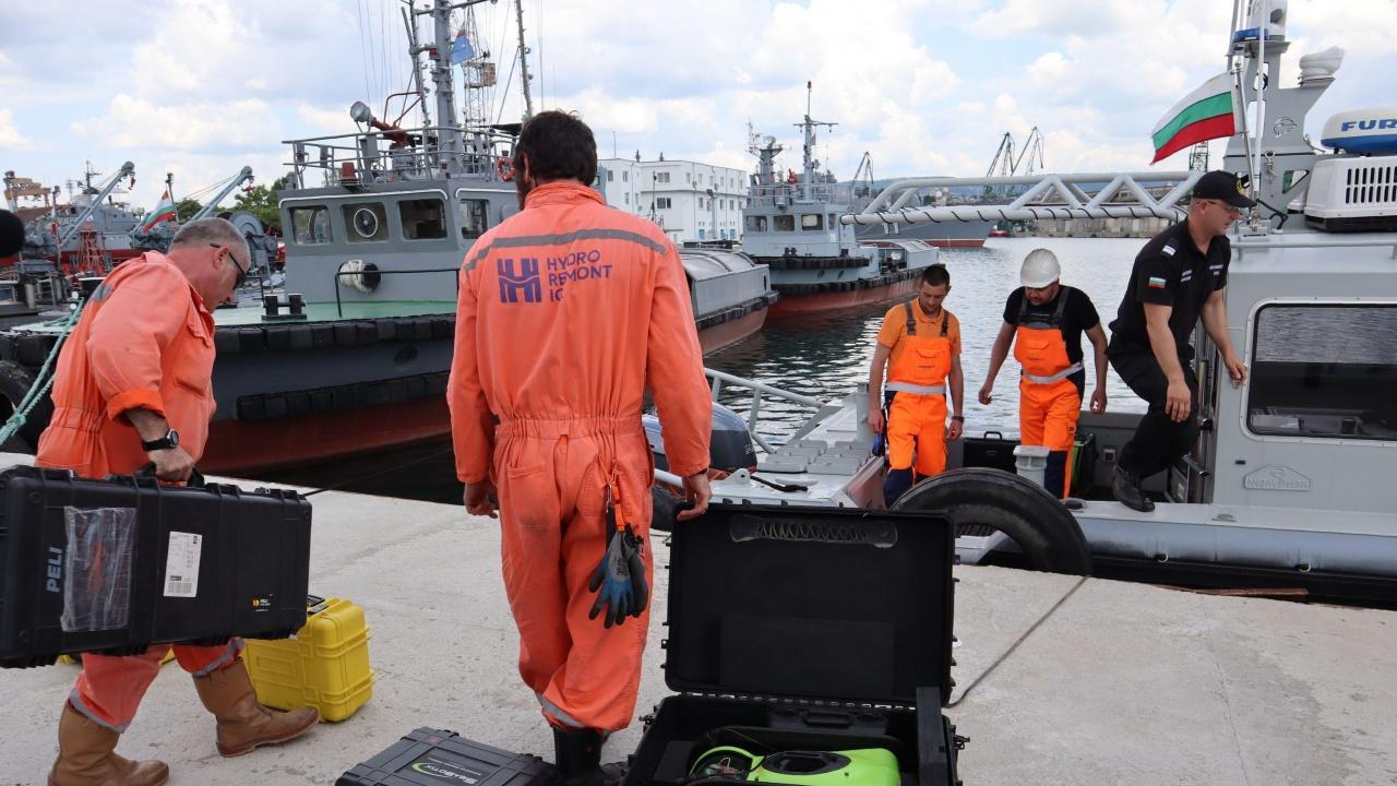 Издирвателната операция на Военноморските сили в Черно море продължава