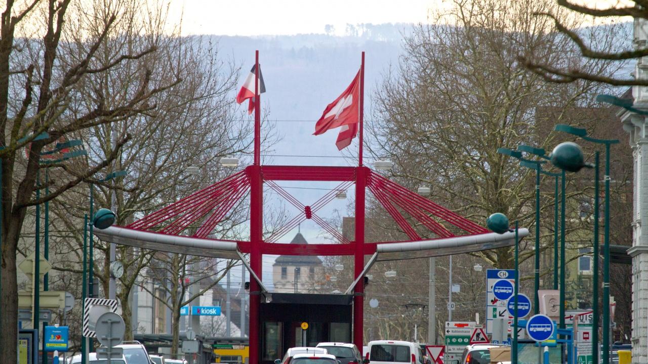 Швейцарците гласуват на референдуми за използването на пестициди и намаляване на вредните емисии