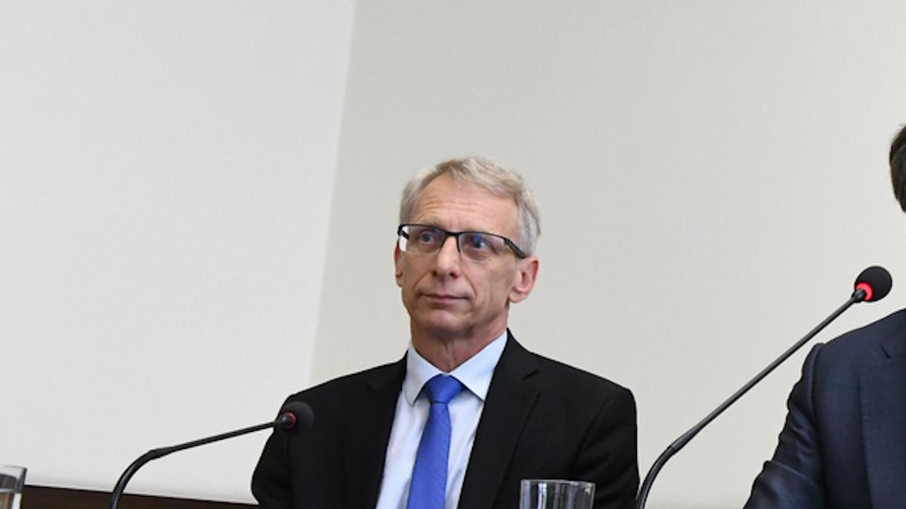 Министър Денков: В училищното образование трябва да има деполитизация