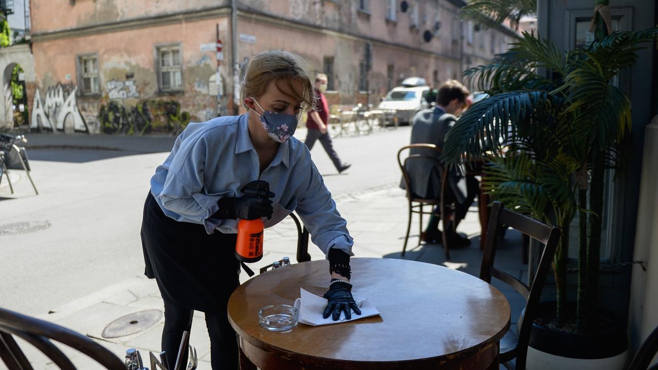 Хотелиери и ресторантьори: Стикерите за ваксинация създават проблеми вместо да ги решават