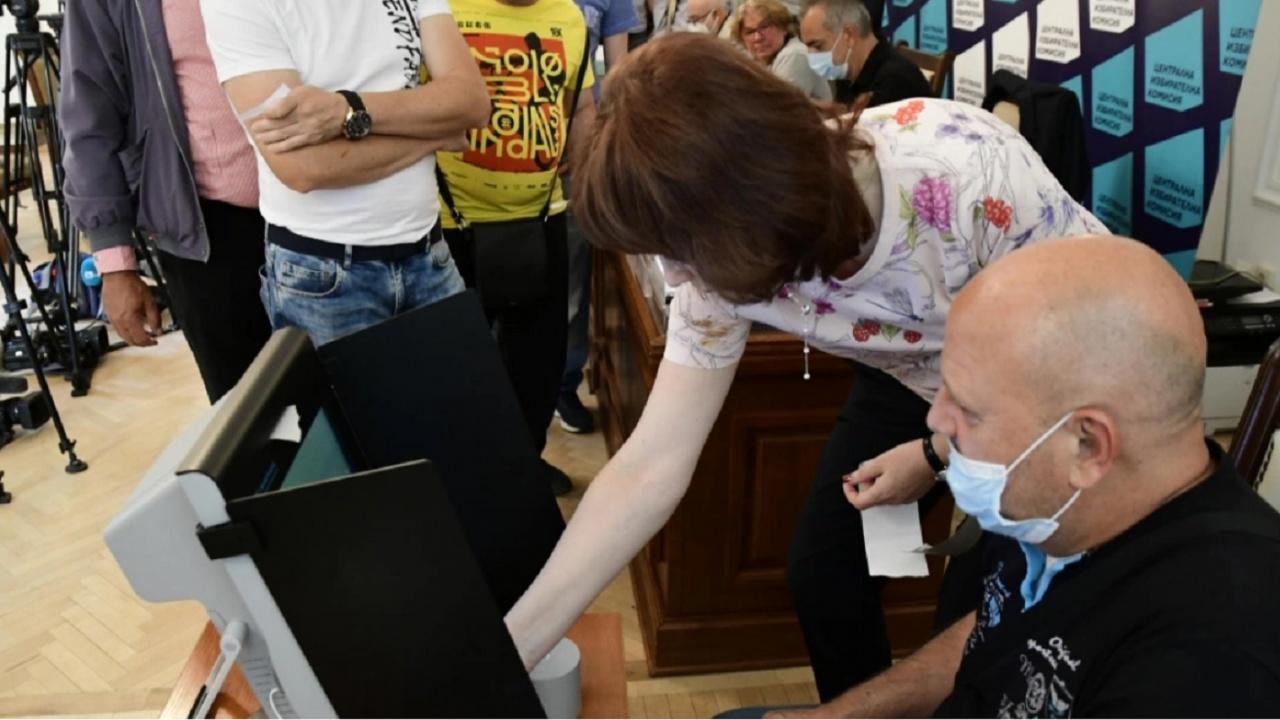 Ако машината за гласуване се повреди, няма да може да се замени с нова