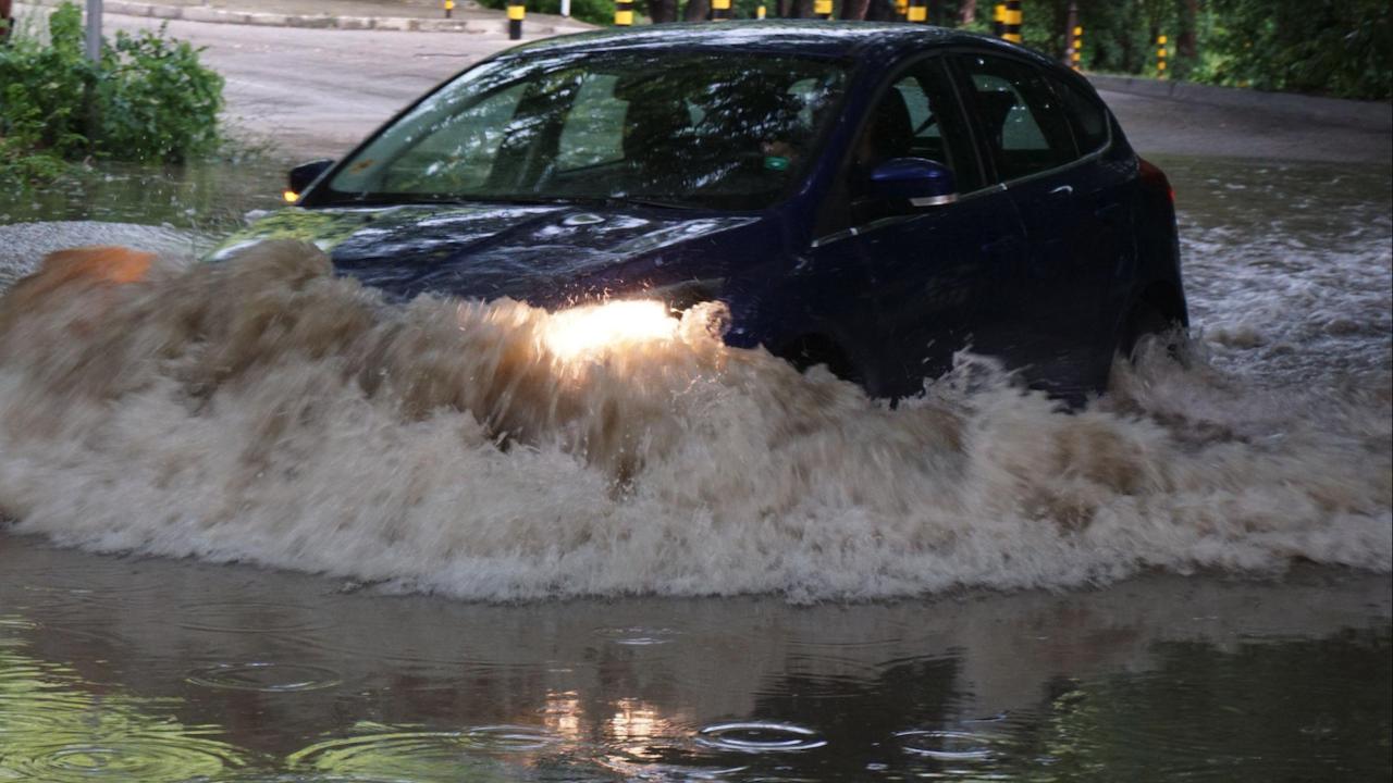 Пороен дъжд наводни Велико Търново