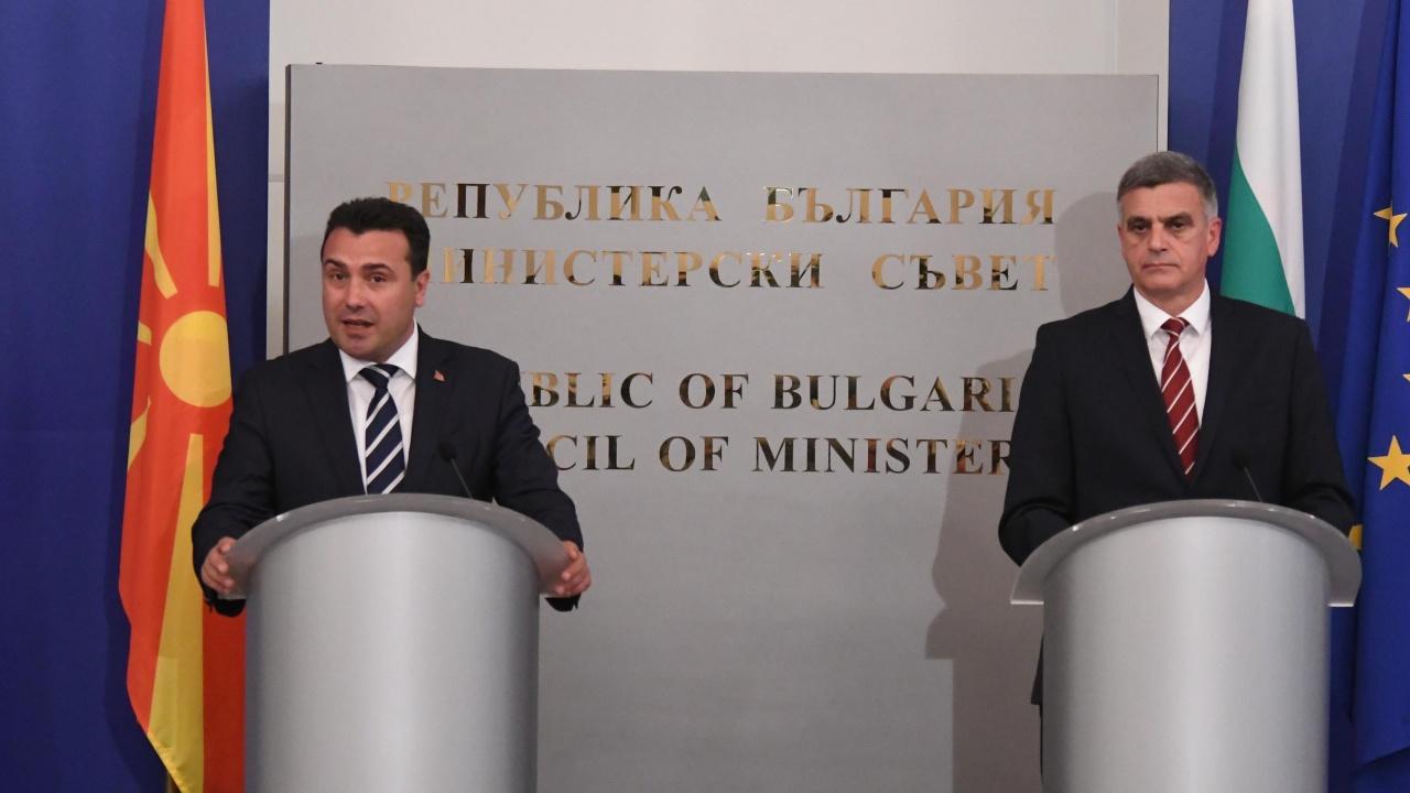 България е трябвало да вземе пример от Гърция за Северна Македония, смята журналист