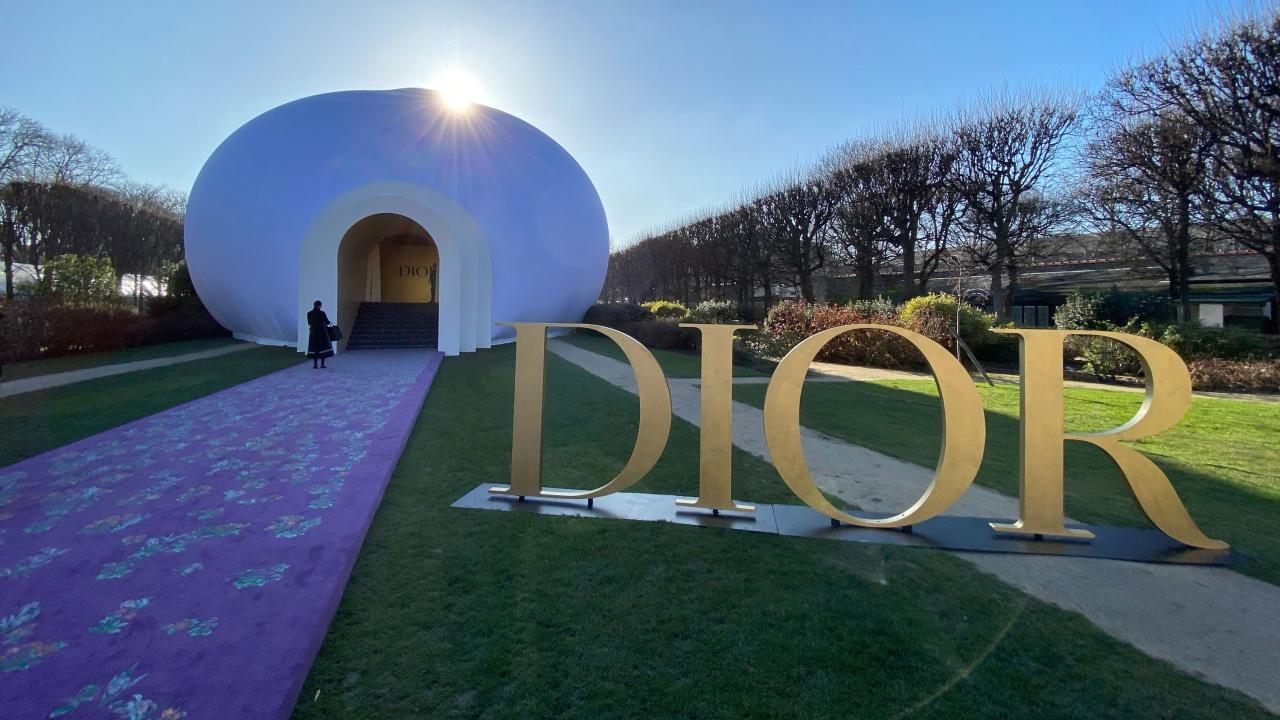 "Българка дефилира на ревю на ""Dior"""