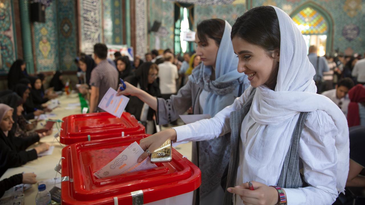 В Иран си избраха президент на първи тур