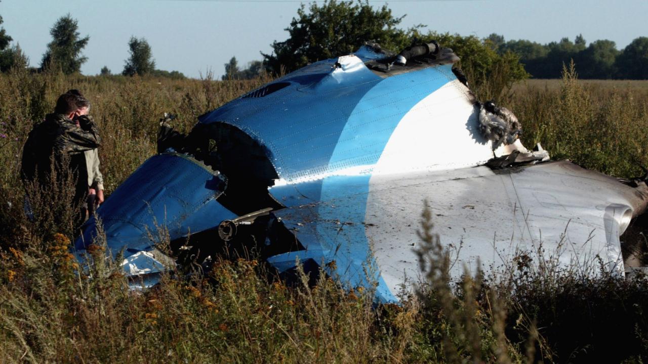 Двумоторен самолет падна в Русия - 9 души са загинали