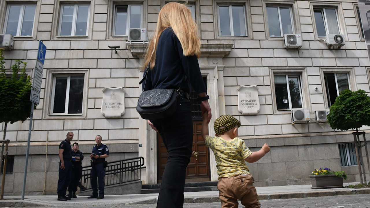 Протестиращи се събраха в столицата с искане за повече детски градини и ясли