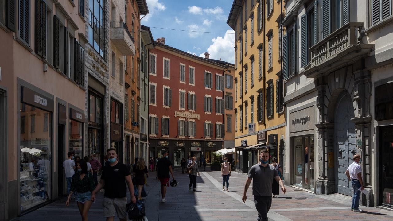 """Без маски и на открито във всички """"бели"""" зони на Италия"""