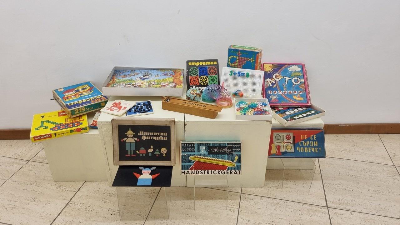 Десетки детски играчки от XX в. показа Исторически музей - Асеновград
