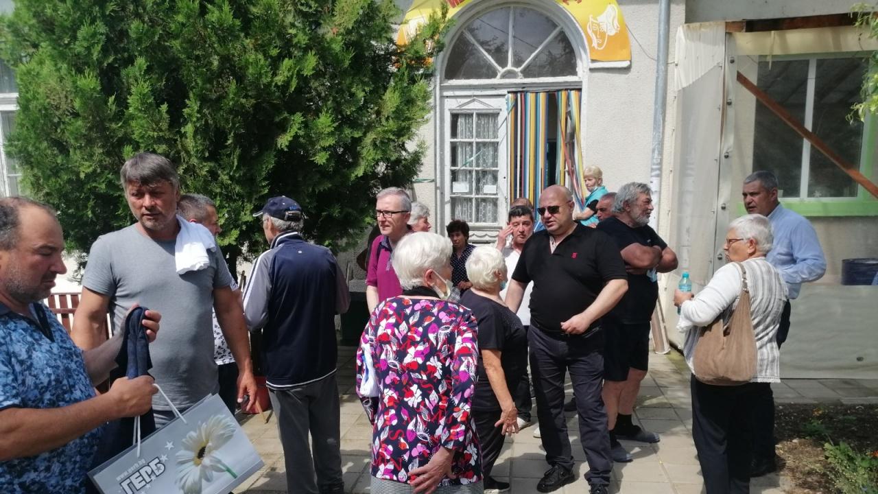 Кандидатите на ГЕРБ-СДС за парламентарни избори се срещнаха с жители на селата Богорово и Срацимир