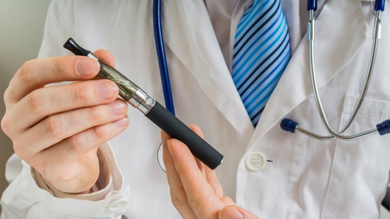 Болници в Англия предлагат безплатни електронни цигари на пушачи