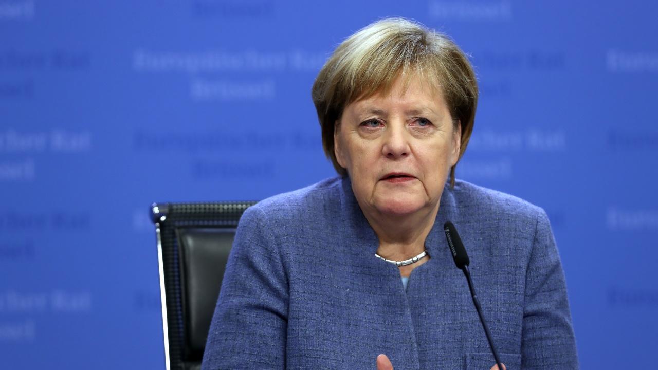 """Меркел: ЕС трябва да търси """"пряк контакт"""" с Москва и Путин"""