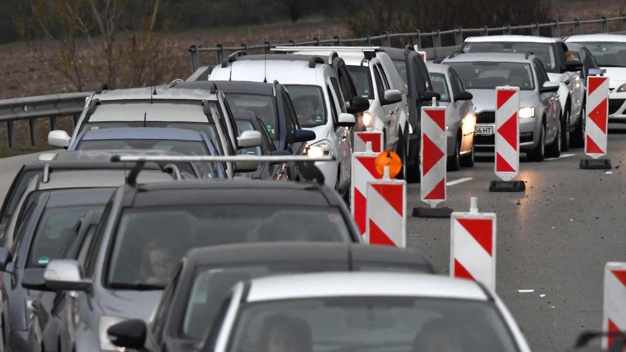 """Интензивен е трафикът на ГКПП """"Кулата"""" на изход от страната"""