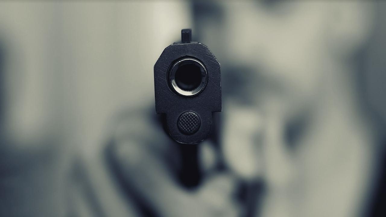 Стрелба и заплаха за убийство при междусъседски скандал в село Еница