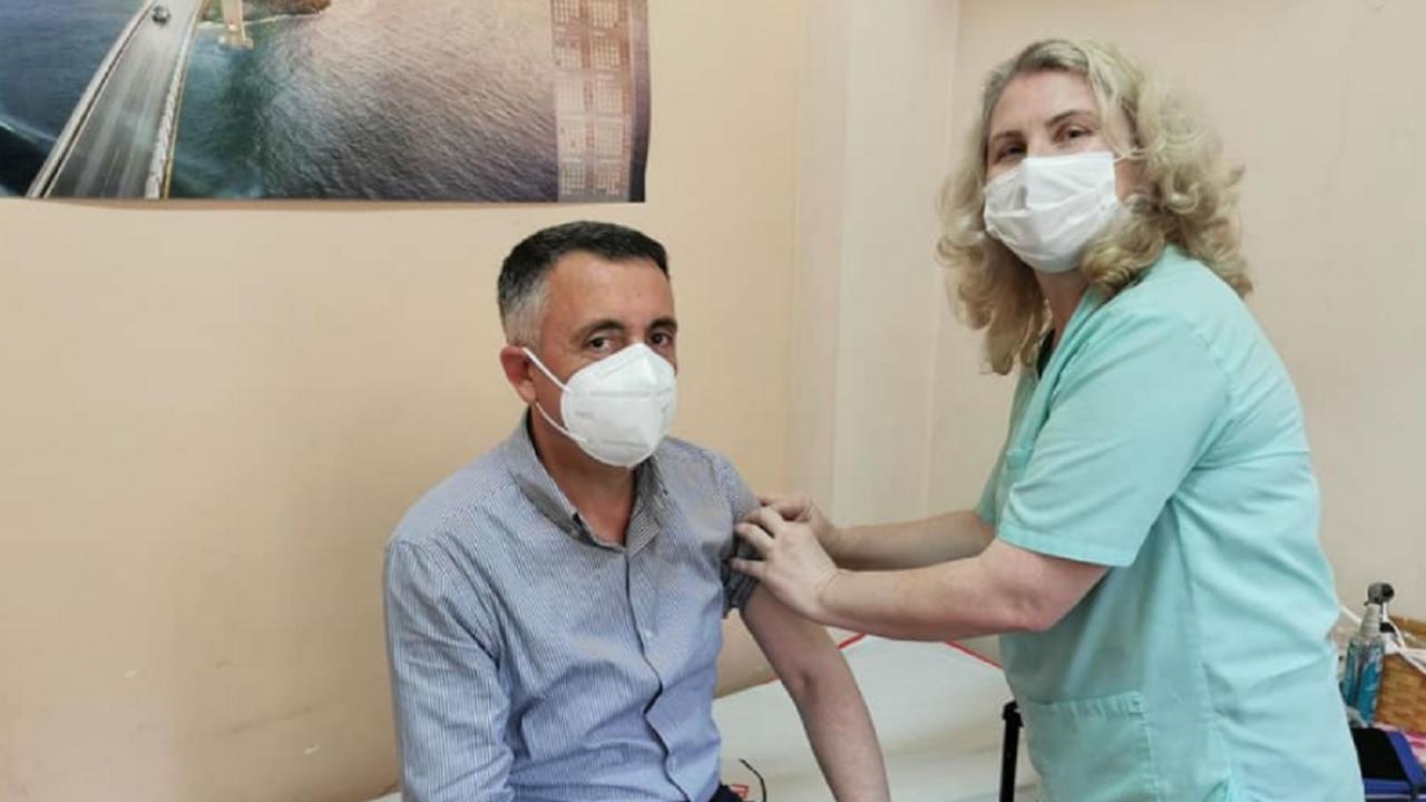 Кметът на Кърджали се ваксинира