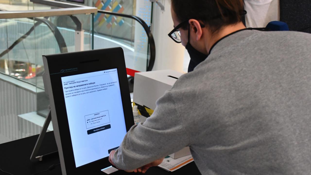 ЦИК: Машините за гласуване ще заминат за чужбина като дипломатическо карго