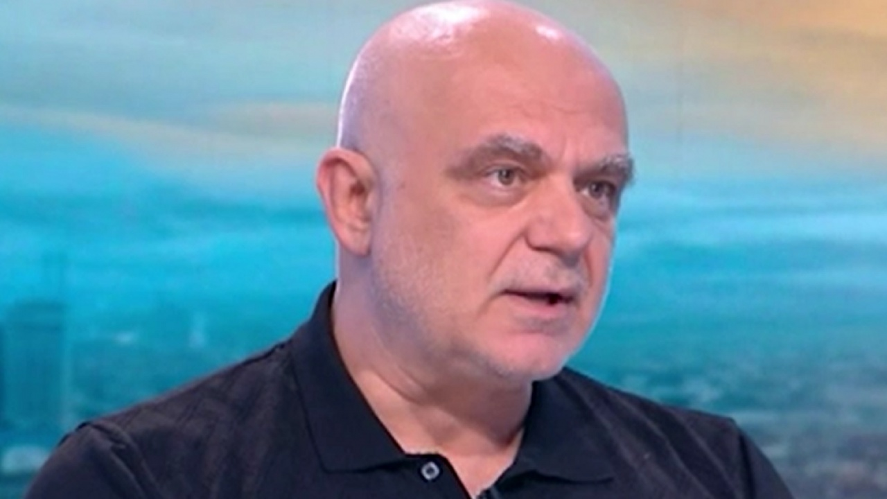 """Акция """"Аз подкрепям доц. Атанасов"""" пред """"Пирогов"""" след обвиненията за фалшив прием на пациенти"""