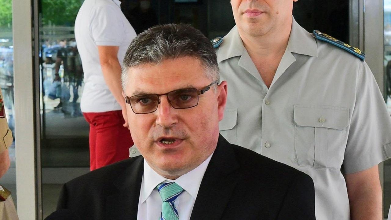 Военният министър: Майор Терзиев не е бил на критично ниска височина преди инцидента