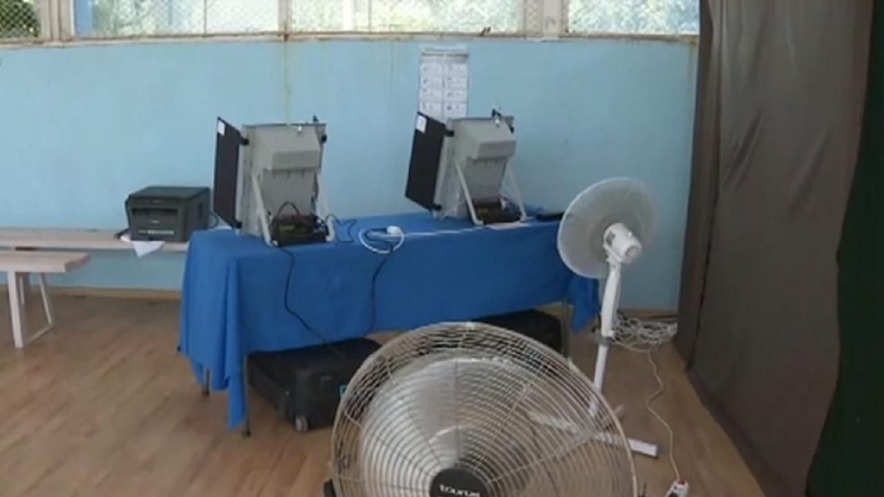 С вентилатори на изборите: Спряла ли е машината в Сърница заради прегряване?