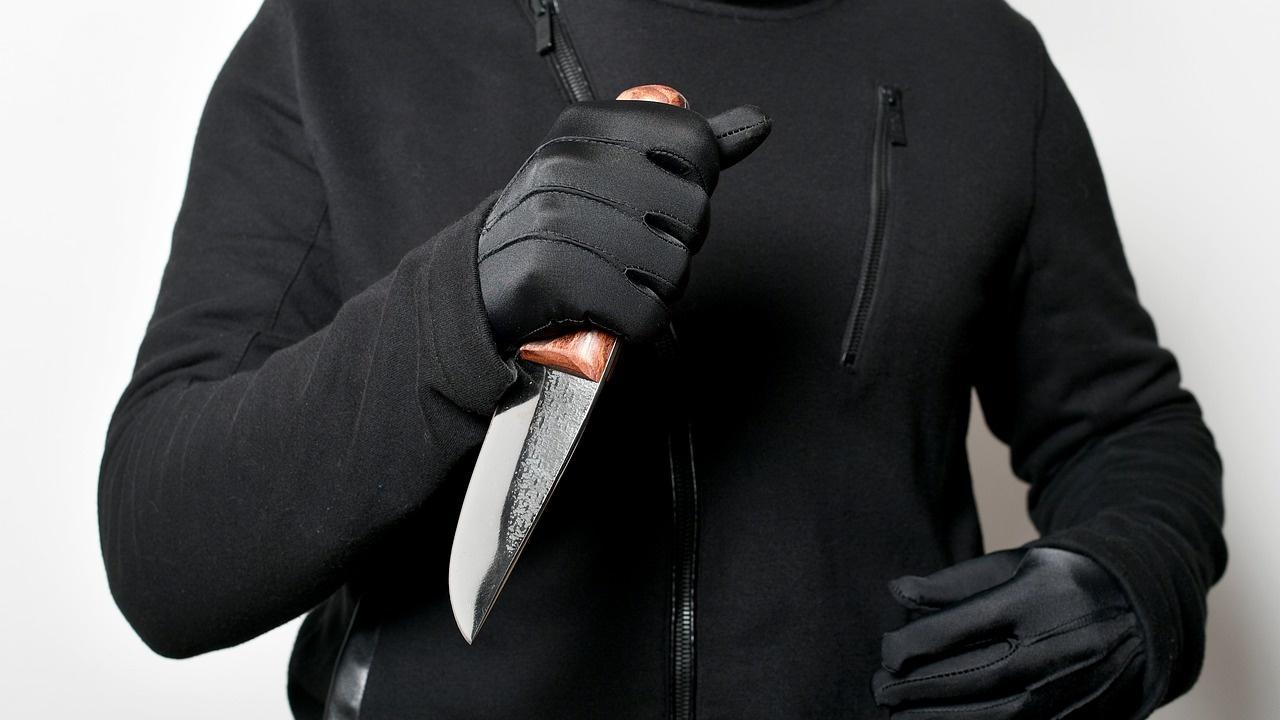 Мъж опита да убие с нож 17-годишно момиче в Бургас