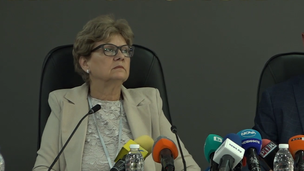 """Министър Комитова: Няма да има повече закони, като поправката """"Артекс"""""""