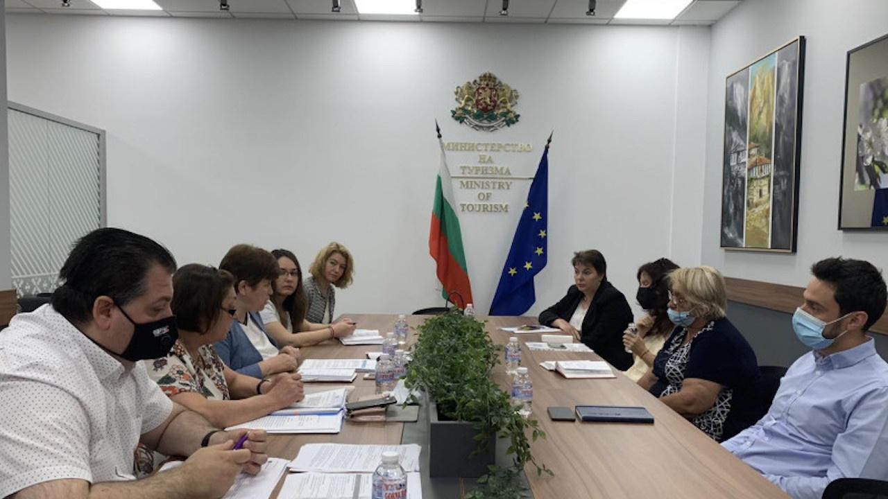 Министерството на туризма ще публикува указания как туроператорите да кандидатстват за държавна помощ
