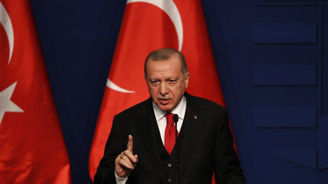 Ердоган оприличи турската опозиция на морска слуз, която замърсява политиката