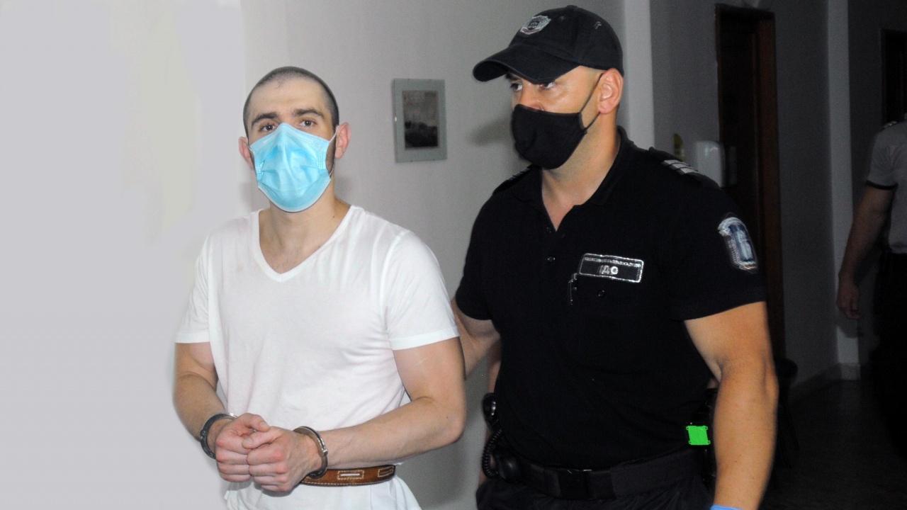 Бургазлията, наръгал с нож момиче, поиска лекарска помощ в съда