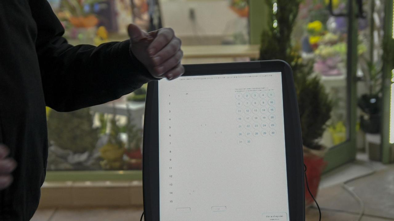 В община Мездра поставиха симулатор за машинно гласуване