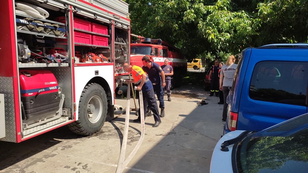 Доброволците на Асеновград се обучиха как да гасят пожари