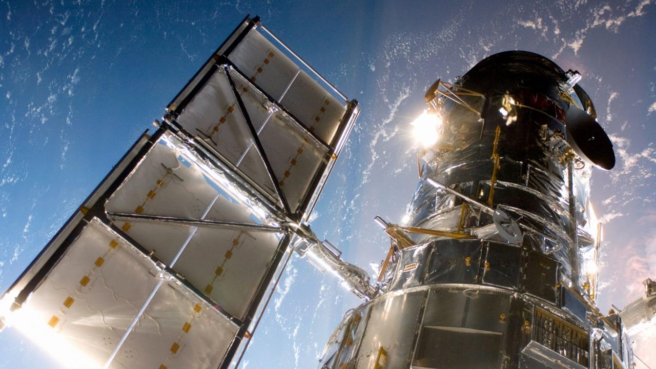 """Включват резервния блок на телескопа """"Хъбъл"""""""