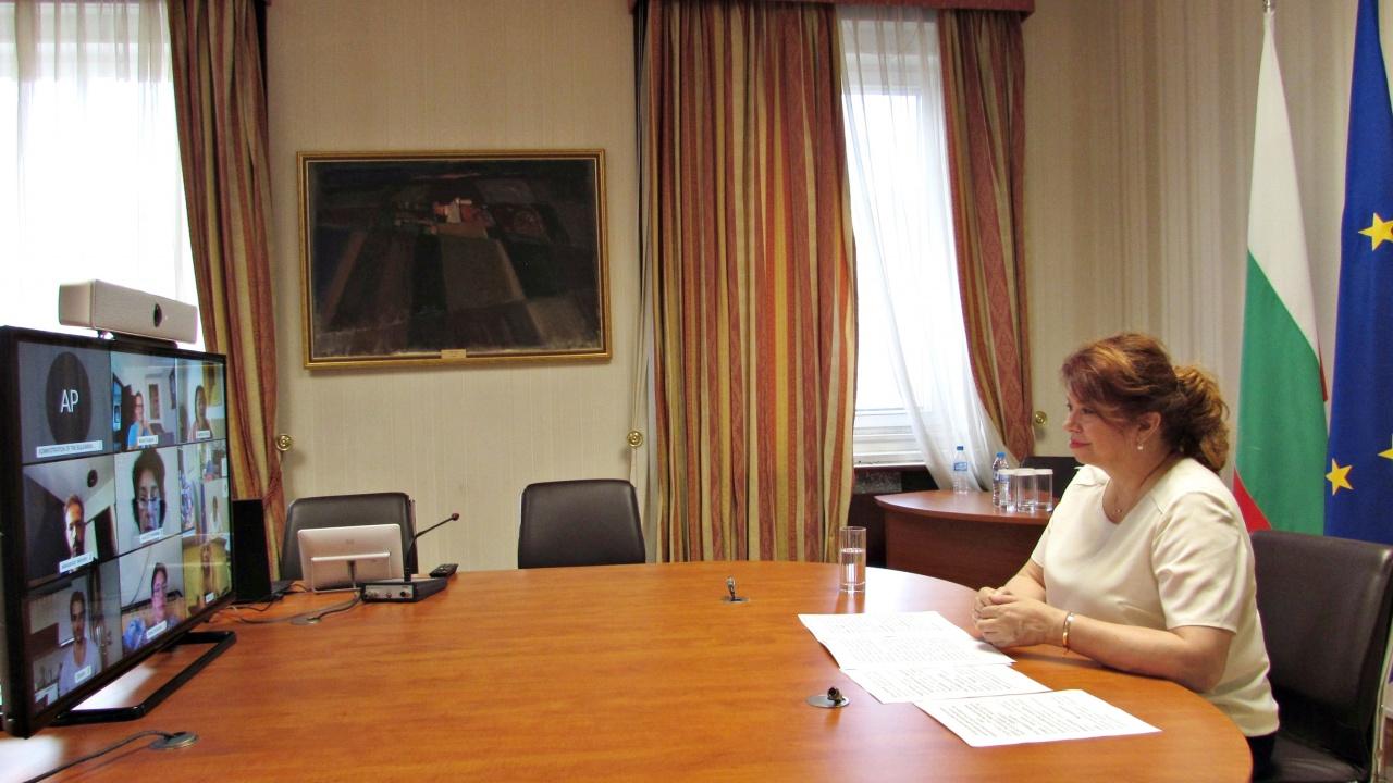 Възможности за съвместни проекти обсъдиха вицепрезидентът и българи от световната киноиндустрия