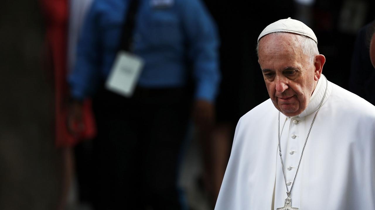 Папа Франциск влезе в болница