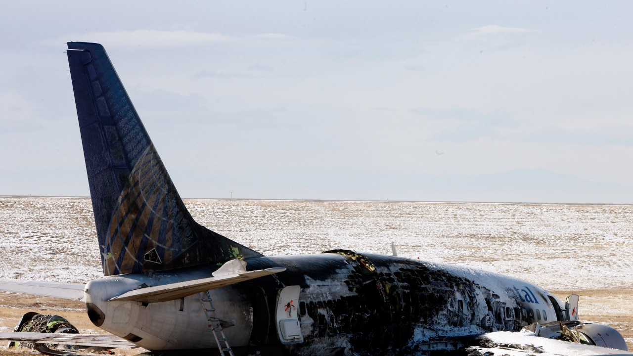 Броят на жертвите на катастрофата на военнотранспортния самолет във Филипините достигна 50 души