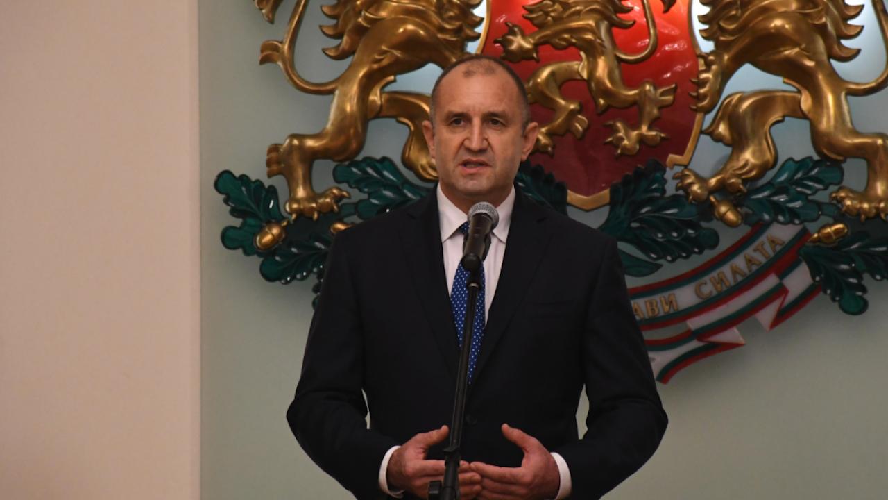 Румен Радев поздрави Бойко Рашков и служителите на МВР по случай професионалния им празник