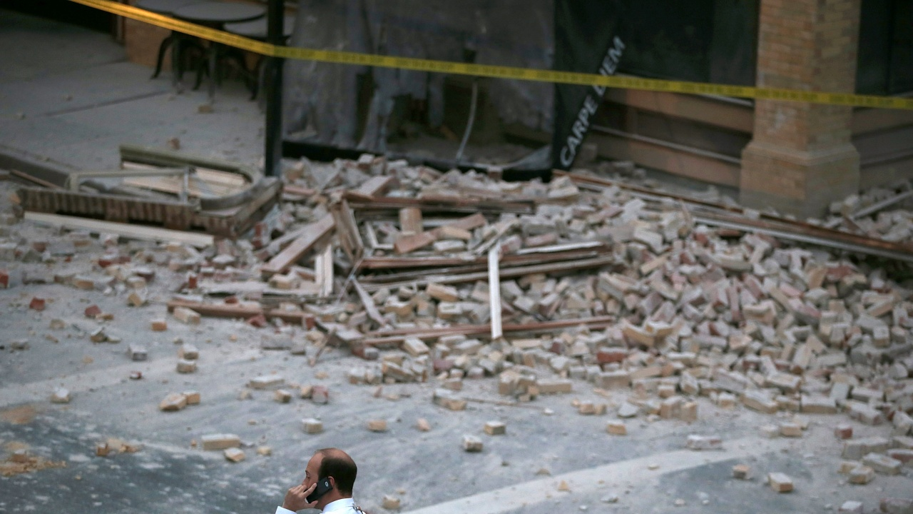 Жертвите при рухването на многоетажната сграда в района на Маями са 27