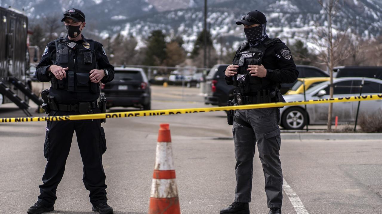 Кървав уикенд в САЩ. Поне 150 застреляни