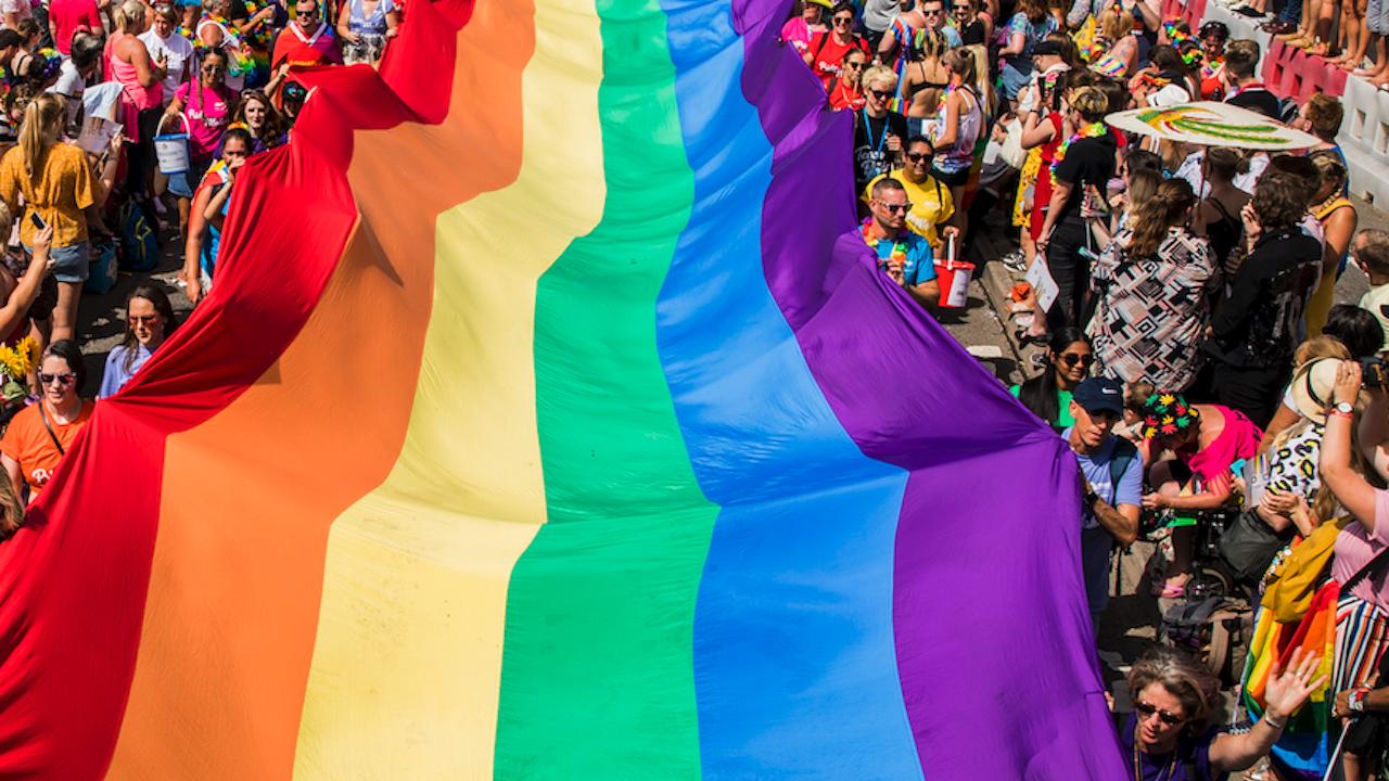 """Протест и контрапротест """"за"""" и """"срещу"""" ЛГБТ в Грузия"""