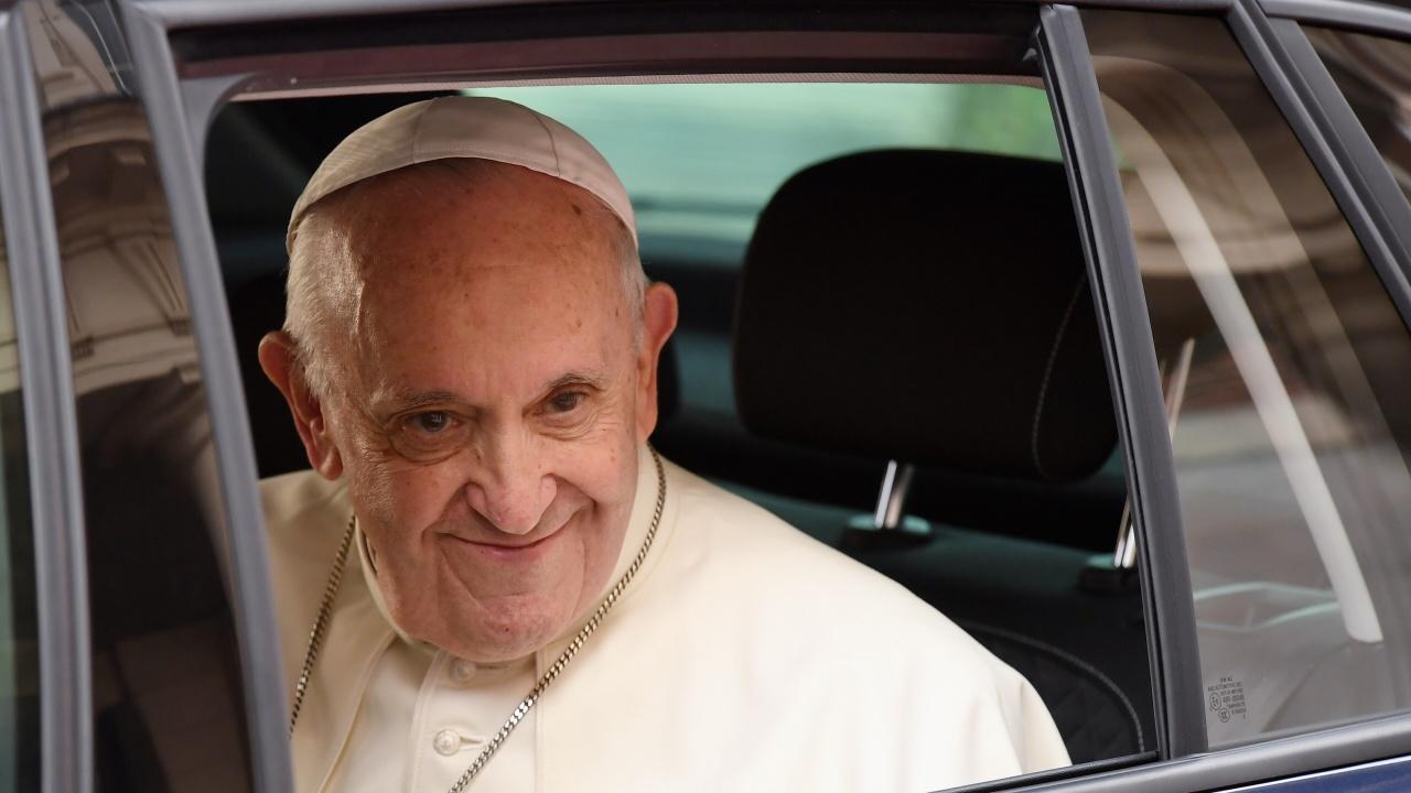 Ватикана: Папата се възстановява добре след чревна операция