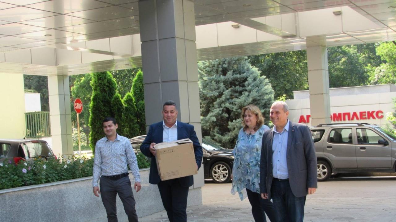 Патриотите дариха апаратура за русенска болница с парите за закриване на кампанията