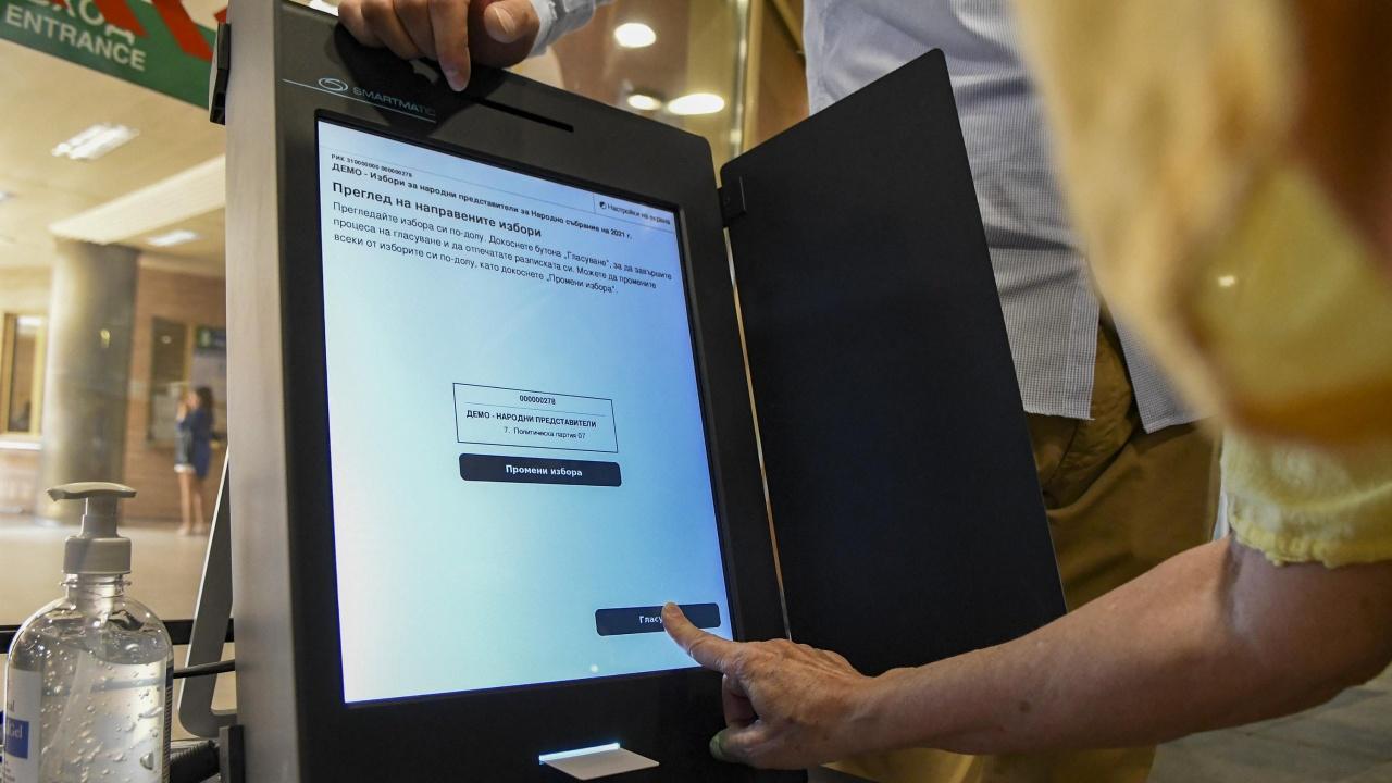 Експериментално машинно гласуване се провежда в Перник
