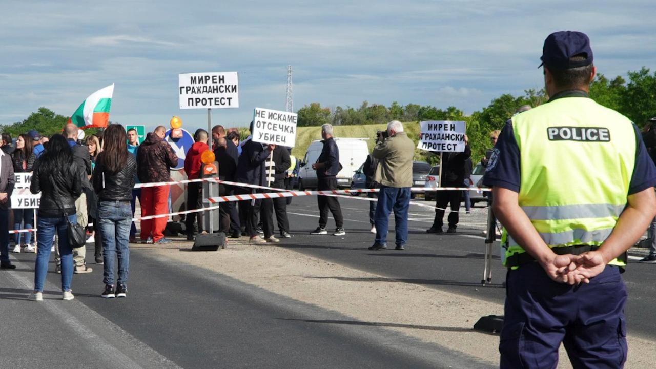 Протестиращи блокираха изходите на Пазарджик заради замразяване на проект