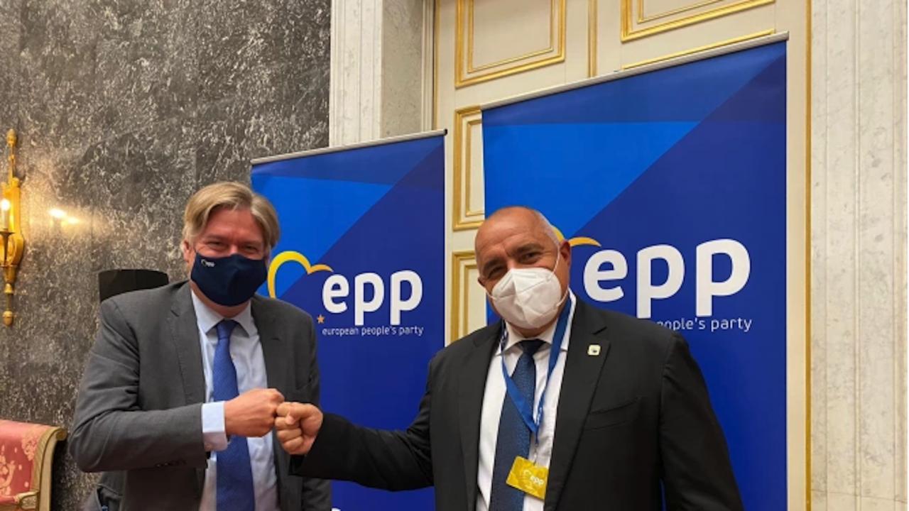 Антонио Лопес подкрепя ГЕРБ-СДС, предупреди, че Радев и БСП гледат в миналото