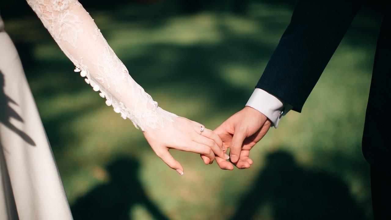 Чехия позволява жените да избират дали фамилията им да е в женска или мъжка форма