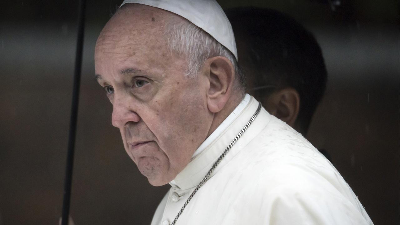 Папа Франциск се възстановява нормално след чревната операция