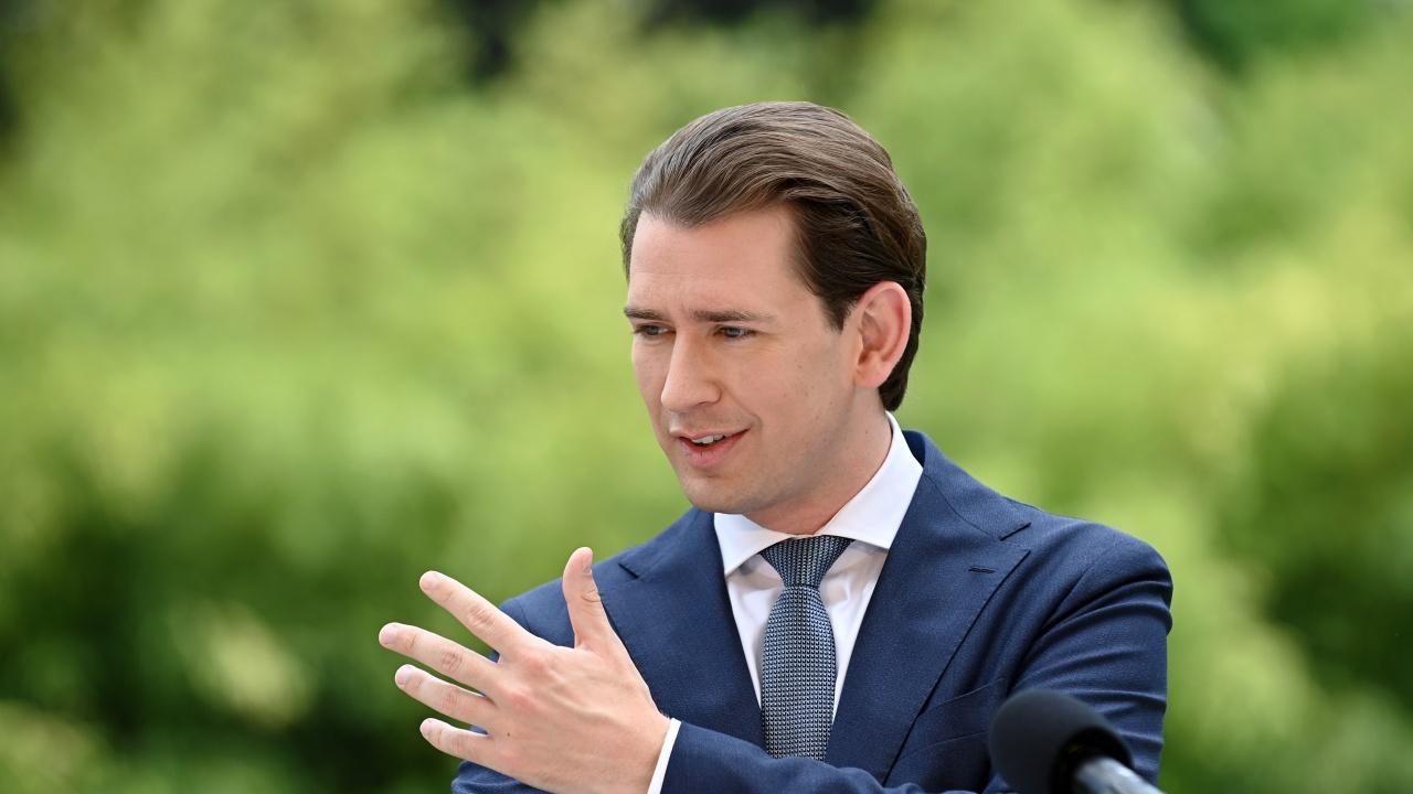 Австрийският канцлер Себастиан Курц и партньорката му очакват първото си дете
