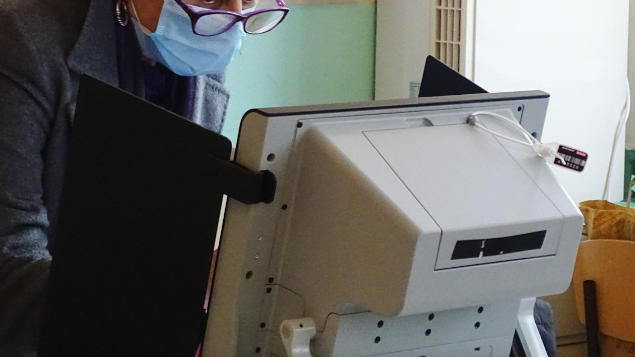 Проблем с машините за гласуване в Добрич