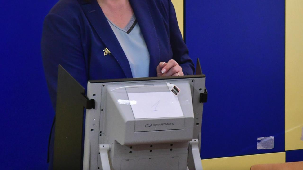 Изборният ден във Варна започна нормално, три секции са преминали на хартия