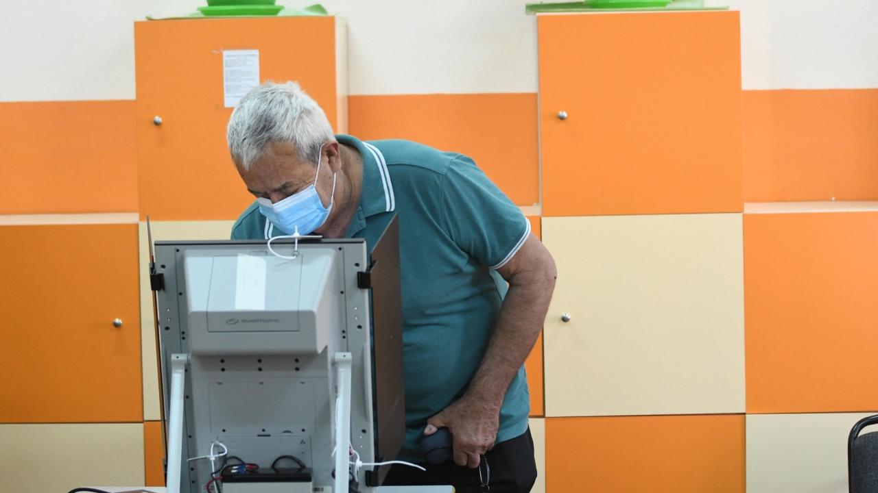 Машина за гласуване в Костинброд принтира ценови разписки
